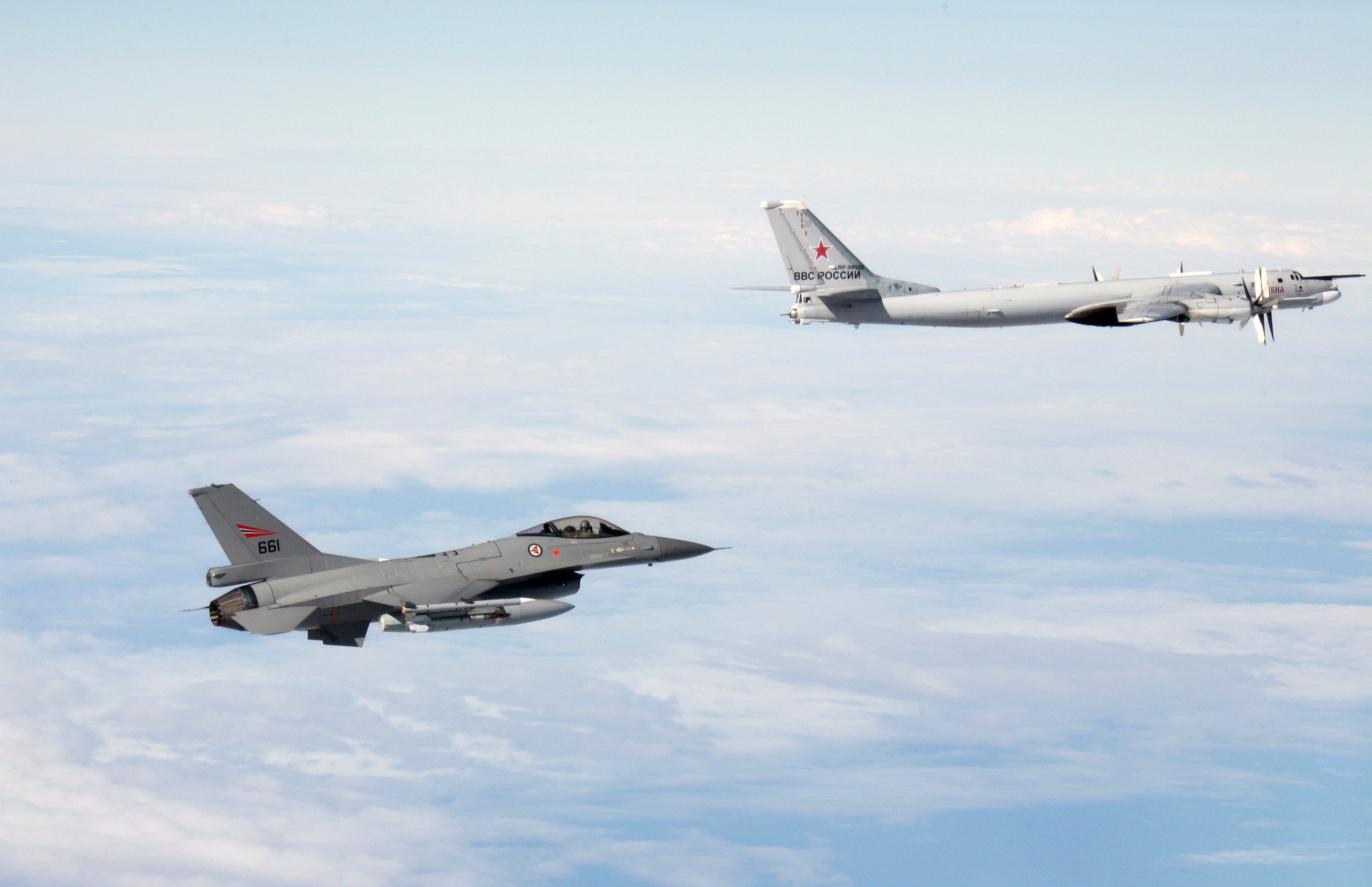 Image for Военные самолеты в нашем воздушном пространстве: раздражитель, угроза или опасность?