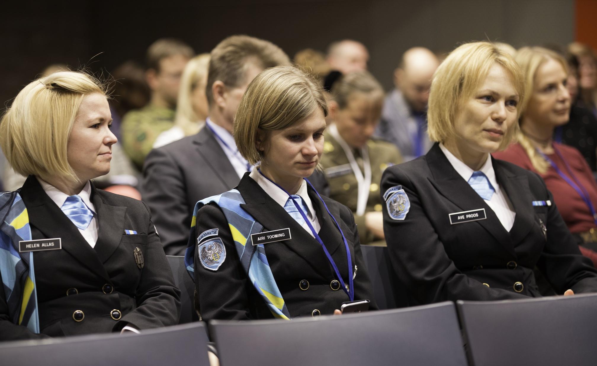 Image for Женщины на защите государства