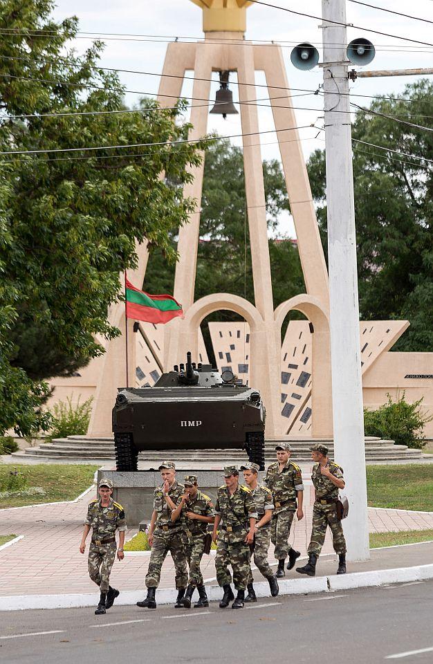 Soldiers in Transnistria, Moldova. Photo: Caro/Bastian/Scanpix